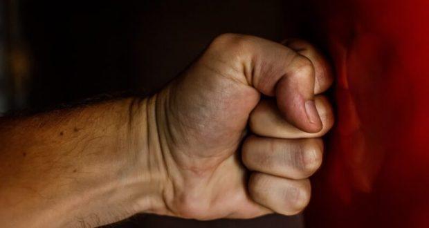 Суд вынес приговор евпаторийцу за противоправные деяния - избил пожилую женщину и полицейского