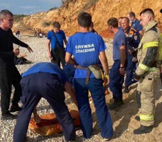 Состояние пострадавших при обвале грунта на диком пляже в Севастополе тяжелое
