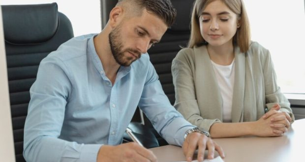 В Симферополе женщины чаще мужчин сталкиваются с дискриминацией при трудоустройстве