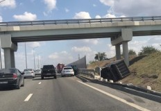 ДТП на трассе «Таврида» — опрокинулся грузовик