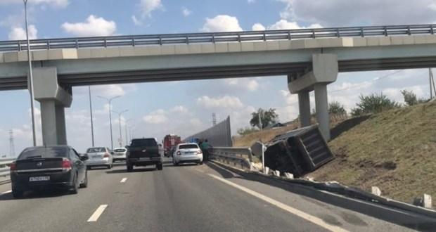 ДТП на трассе «Таврида» - опрокинулся грузовик