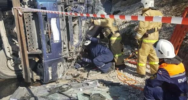 ДТП на серпантине «Алушта – Судак»: в районе села Морское перевернулся самосвал