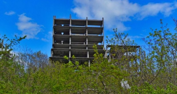 ЧП в Ялте: ребенок сорвался с высоты на заброшенной стройке