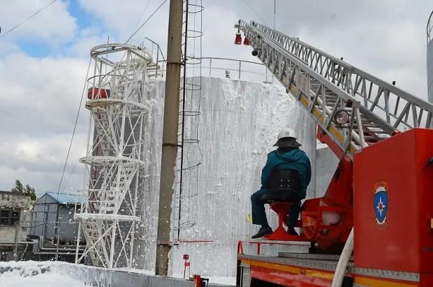 Крымские спасатели ликвидировали условный пожар на нефтебазе в Джанкое