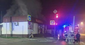 Утренний пожар в центре Симферополя: горел продуктовый магазин