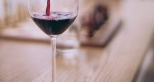 Суд оштрафовал жительницу Ялты за продажу суррогатного алкоголя туристам на набережной