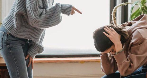 В Севастополе разругались дочь и мать. В ход пошла кафельная плитка