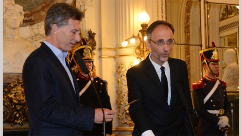 Macri le dio salida a Balbín.