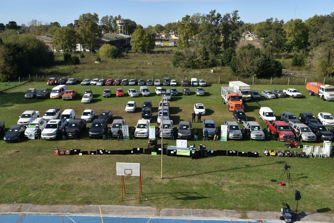 Los vehículos secuestrados a la banda.