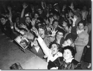 Weibliche Elvis Presley Fans in Ottowa (3. April 1957); Quelle: http://www.elvispresleymusic.com.au