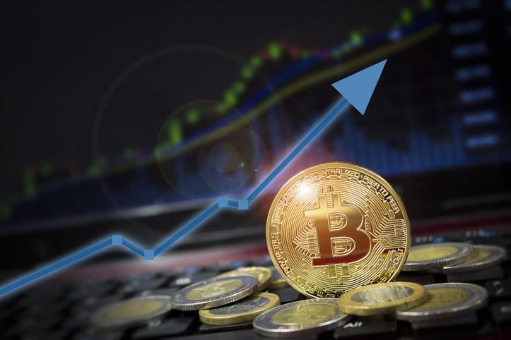 Se recupera el bitcoin y supera los 11000 dolares