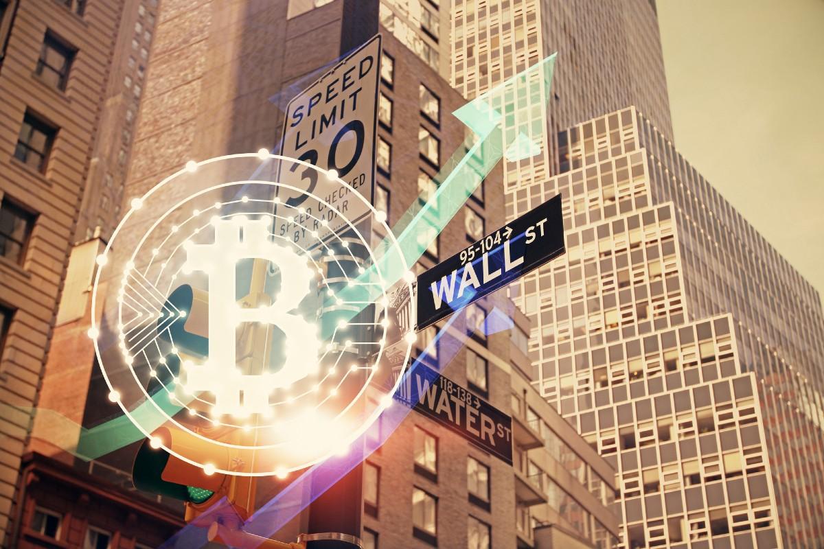 Se ha dicho que Wall Street odia al Bitcoin, y aunque no esté del todo errada la afirmación, esta no puede eliminar el avance que ha tenido BTC en cuanto a adopción institucional.
