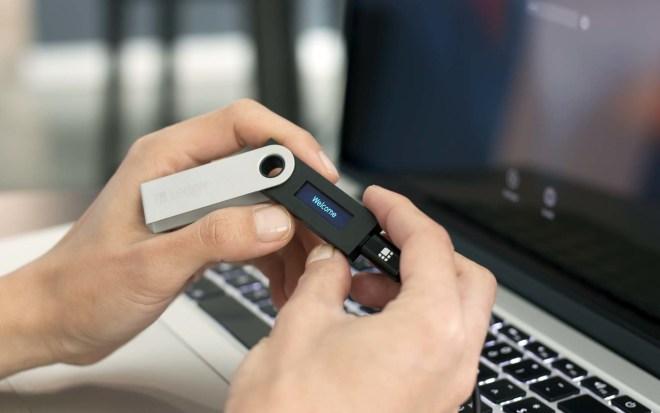 Las cold wallets, son dispositivos de alta seguridad, recomendados por Binance y cripto expertos en su campaña de seguridad digital.