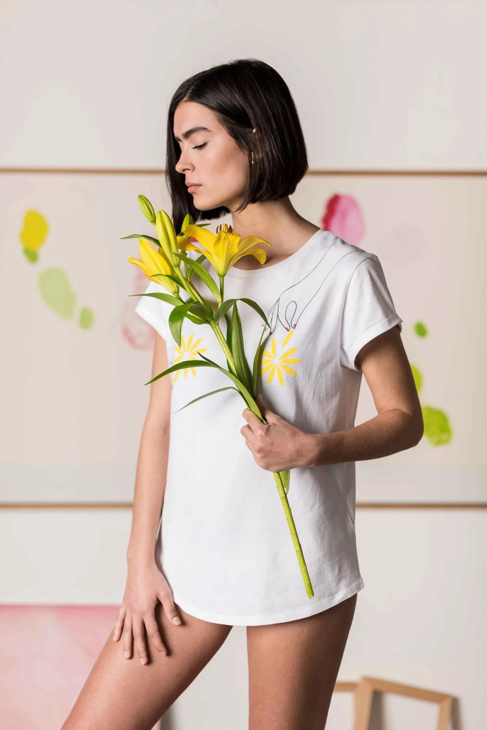 Camiseta-Blanca-Algodón-Orgánico-Flores-Crisálida12