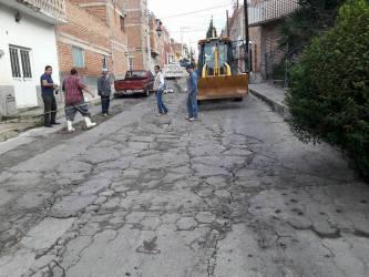 Evitan accidentes con el arreglo de calle Enrique Estrada