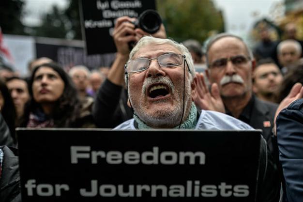 Οι Τούρκοι έπαιξαν διπλωματικό πόκερ στην πλάτη Γάλλου δημοσιογράφου