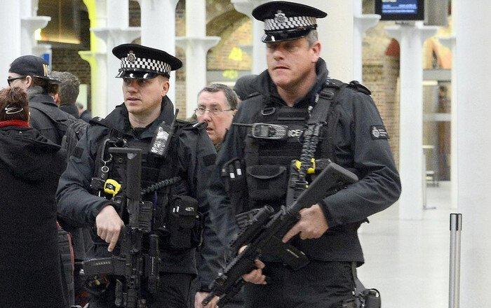 Μπαράζ συλλήψεων στο Λονδίνο μετά τη διπλή επίθεση