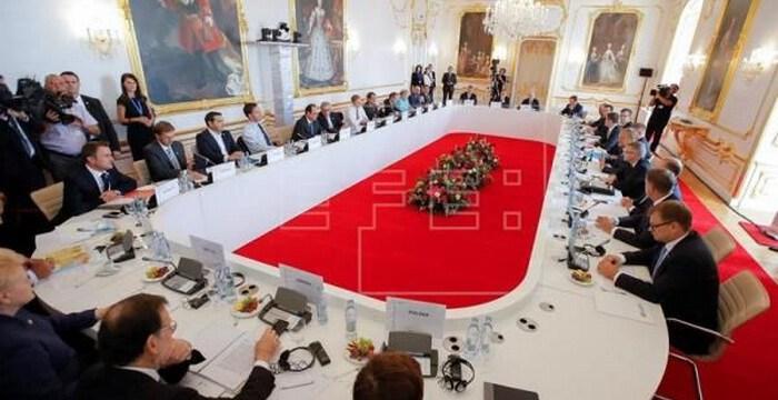 """Προσφυγικό: Αναβαθμίζεται από """"mini"""" σε """"midi"""" η Σύνοδος Κορυφής, στο τραπέζι τα κέντρα διαχείρισης εκτός ΕΕ"""