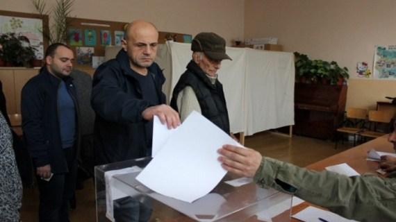 Πρόωρες εκλογές στις 26 Μαρτίου στη Βουλγαρία