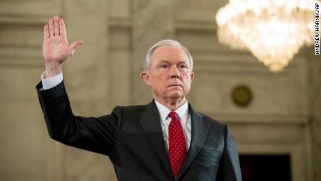 Αυτο-εξαιρείται από την έρευνα για επαφές με τη Ρωσία ο υπουργός Δικαιοσύνης των ΗΠΑ
