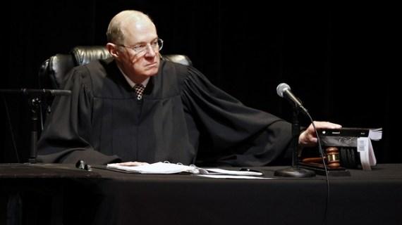 Δικαστικό μπλόκο (ξανά) στο διάταγμα Τραμπ για τη μετανάστευση