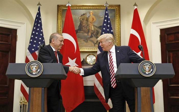 Πιο επικίνδυνος ο Ερντογάν μετά τη συνάντηση με Τραμπ