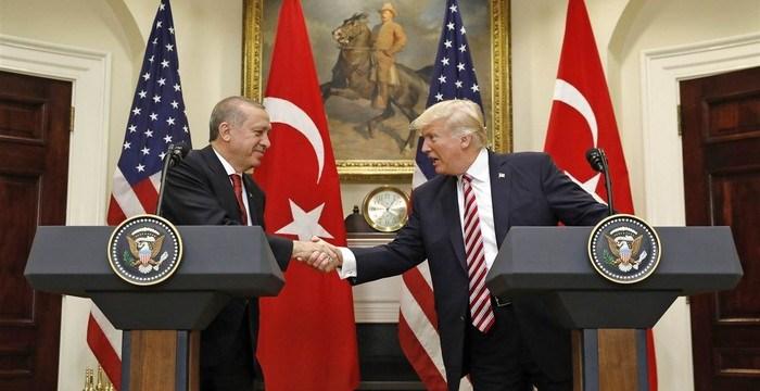 """Συρία: Η επέλαση Πούτιν σπρώχνει τον Τραμπ στην """"αγκαλιά"""" του Ερντογάν"""