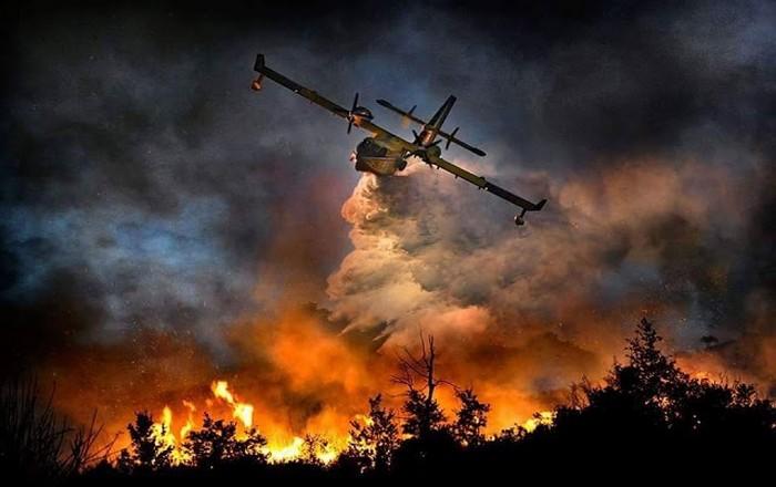 Ηλεία: Σκληρή η μάχη με τις φλόγες, στη μάχη δυο Canadair