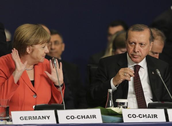 Ο Ερντογάν επιτίθεται σε Γερμανία ως σπονδή για επαναπροσέγγιση με Τραμπ