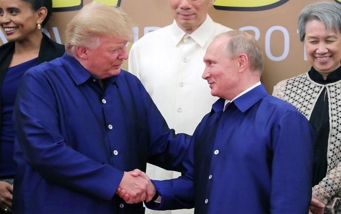 Διαψεύδει ο Πούτιν εμπλοκή στις αμερικανικές εκλογές, ο Τραμπ τον πιστεύει