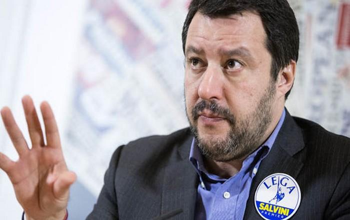 Η Ισπανία θα δεχθεί τους μετανάστες, πανηγυρίζει ο ακροδεξιός Σαλβίνι