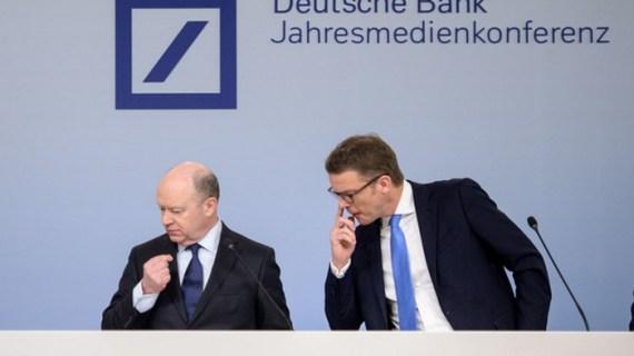 Η Deutsche Bank διώχνει τον CEO
