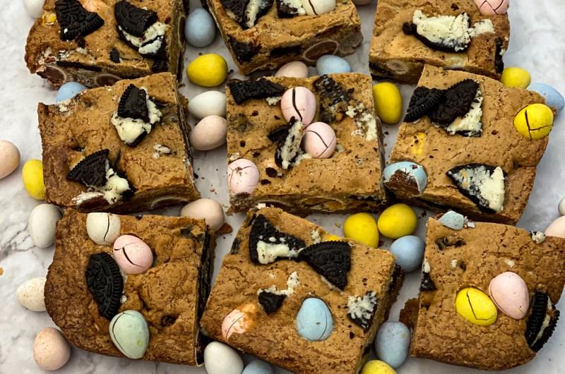 Oreo Blondies With Chocolate Eggs