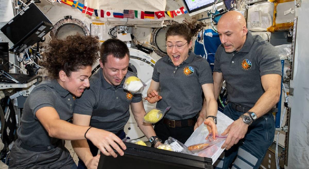 Космонавты, МКС, доставка