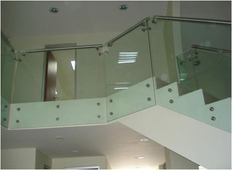 Barandas en cristal y acero inoxidable cristalseg for Barandas de vidrio y acero