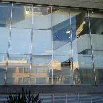 Fachada flotante, aluminio, vidrio de seguridad, acero inoxidable, herrajes en acero , vidrio, cristal templado, cristal laminado, diseño vanguardista, moderno, resistente.
