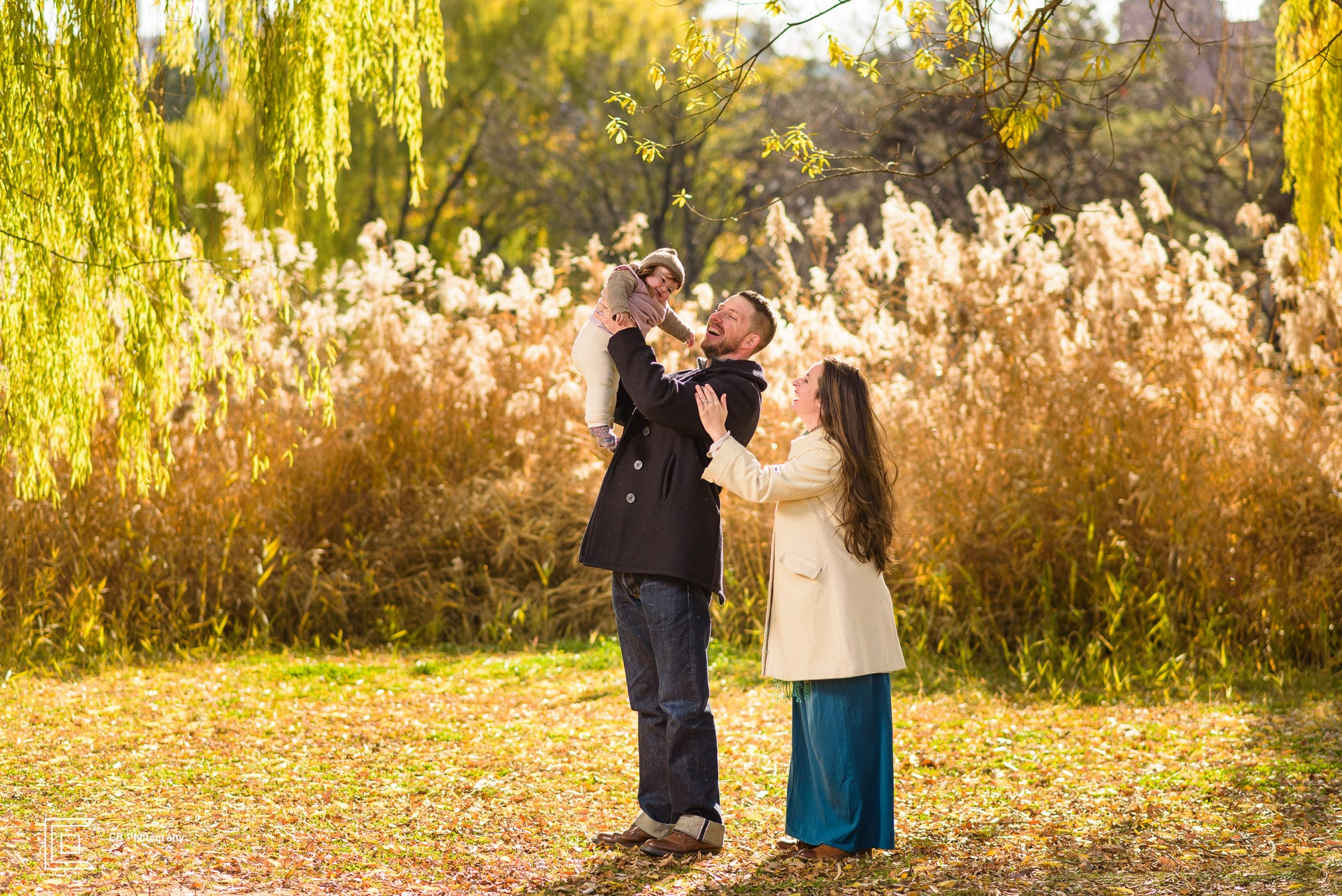 Family portrait during an autumn session, image by the family photographer in Tokyo Cristian Bucur