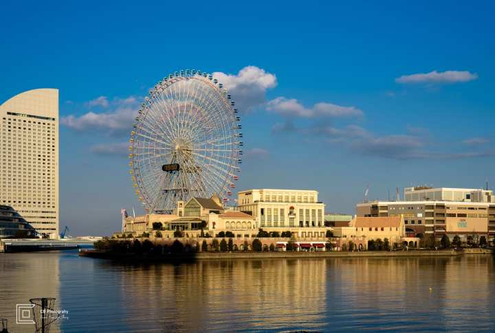 This photo shows Ferris Wheel and Anniversaire Cafe Yokohama, the latter being an exclusivist wedding hall. Photography by Cristian Bucur Photographer in Tokyo Metropolitan Area.