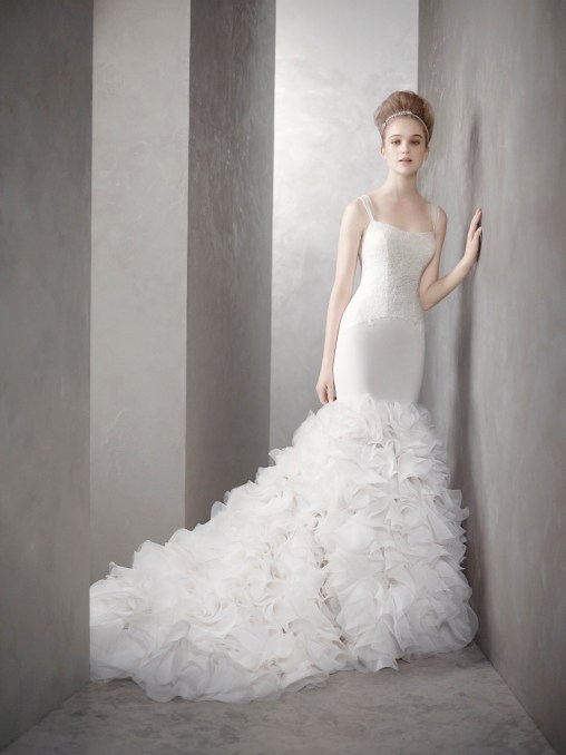 white-by-vera-wang-wedding-dresses-spring-2012-bridal-gown-kim-kardashian-dress-mermaid.original