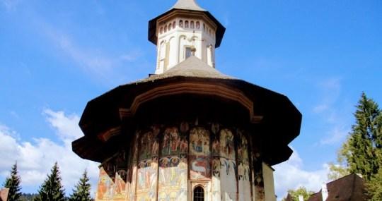 """""""Romania, asa cum e!"""": Manastirea Moldovita, un loc feeric al plaiurilor bucovinene"""