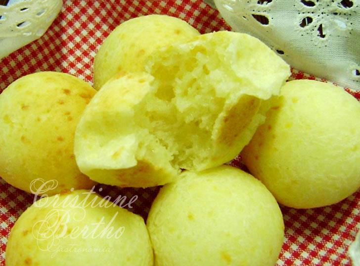 receita de pão de queijo diferente preparado com queijo parmesão