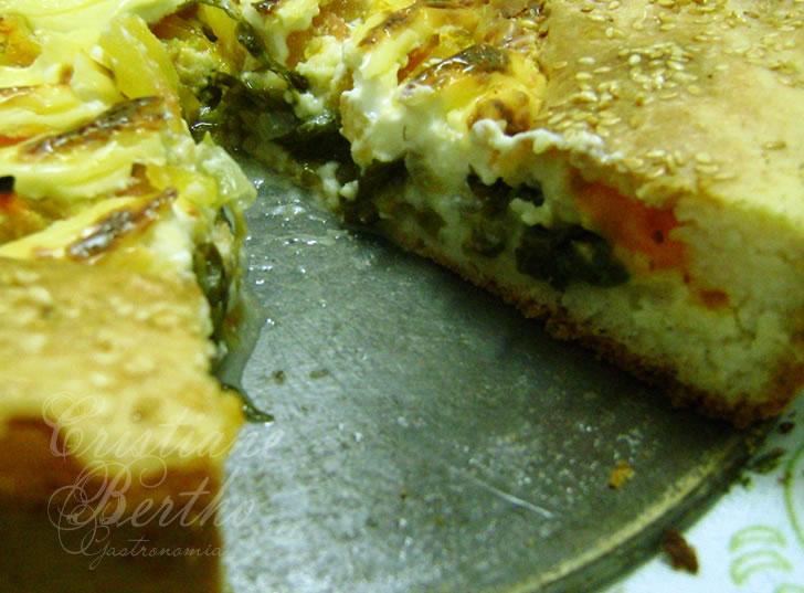 receita de torta salgada preparada de escarola com requeijão