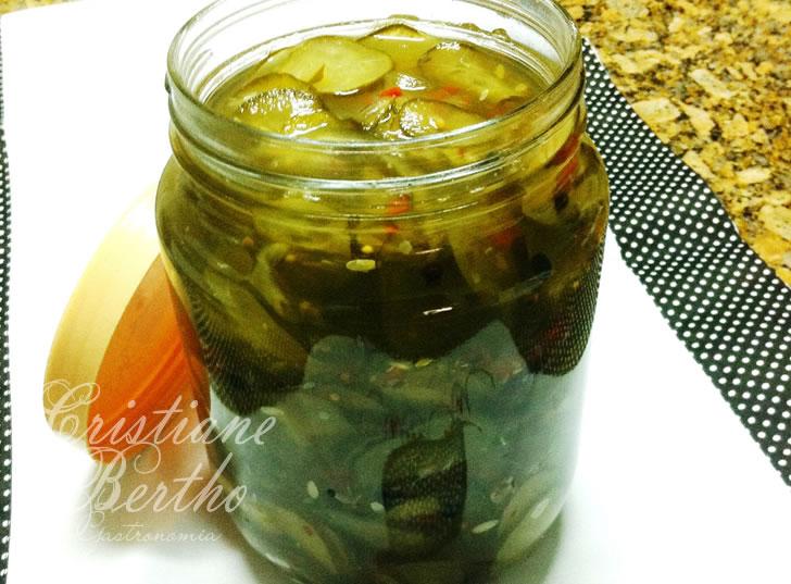 receita de conserva preparado com pepino agridoce