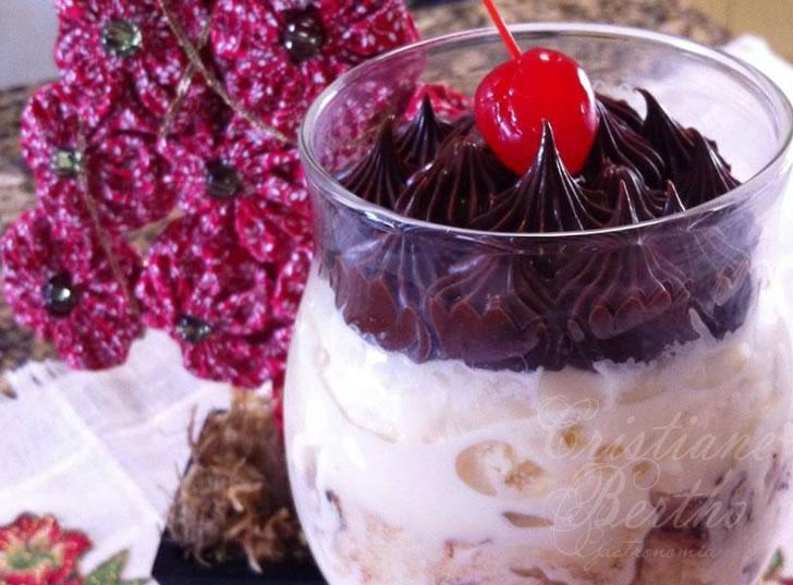 Receita de Sorvetone Perfetto preparada com Panetone Roma Gotas de Chocolate