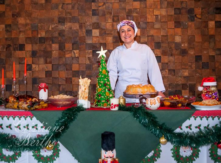 Receita Árvore de Natal Trufada com chocolate escuro e decorada com chantilly e frutas, apresentada por Cristiane Bertho