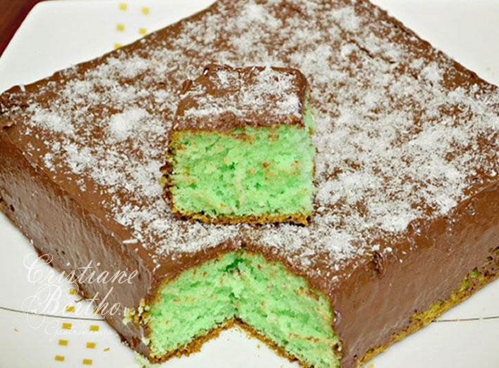 Receita de bolo preparado com iogurte e gelatina de limão