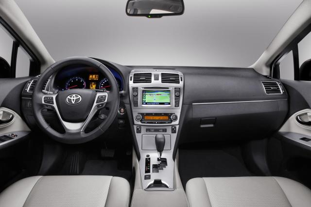 Toyota Avensis Facelift Interior