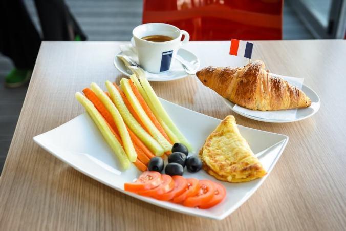 oferta micul dejun rompetrol