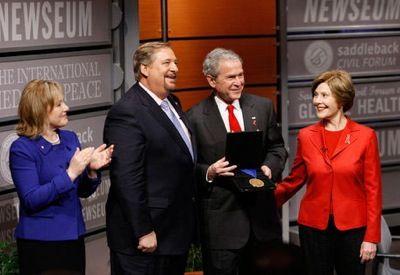 El presidente Bush es homenajeado por Rick Warren