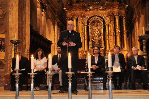 El jesuita satanista Jorge Mario Bergoglio, hoy Papa Francisco, reunido con los líderes judíos y realizando las reflexiones